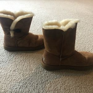 Ugg boots with Bailey Button Size 9